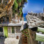Το-πιο-παραμυθένιο-εξοχικό-σπίτι-της-Ευρώπης-βρίσκεται-στην-Ελλάδα-και-είναι...-λαξευμένο-σε-σπήλαιο-photos