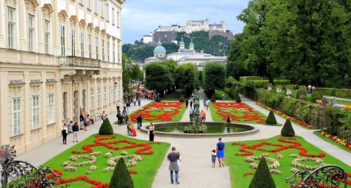 Mirabell-Gardens-Salzburg-Austria-web-1024x550