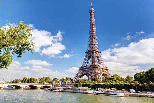 The Eiffel tower-by-flytrip.gr