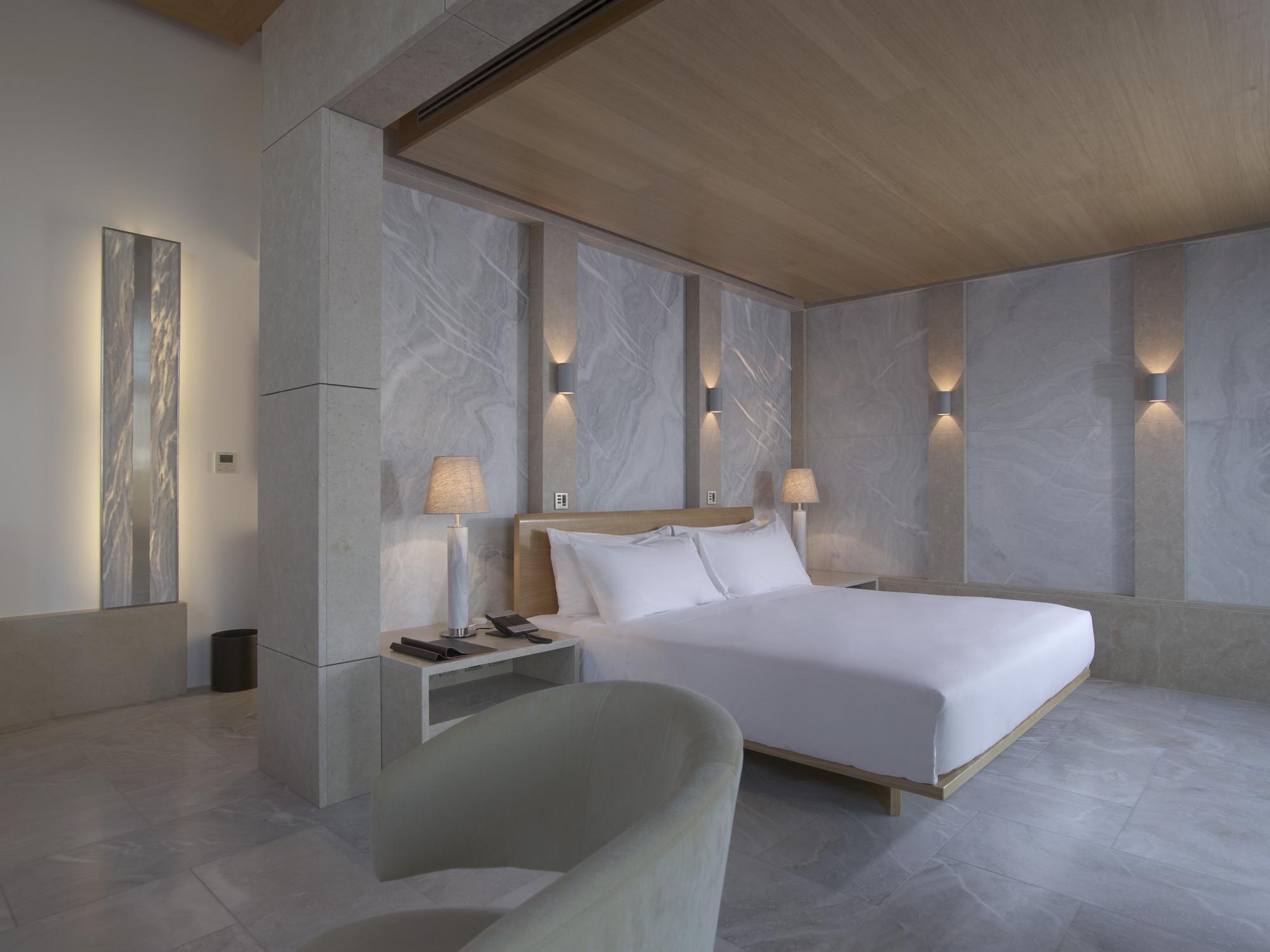 RS588_Amanzoe-Pavillion-Bedroom-lpr